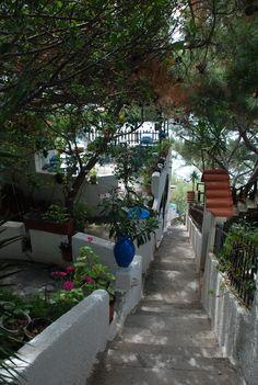 Bella Vista im Ort Pefkos Samos, Sidewalk, Places, Walkway, Walkways