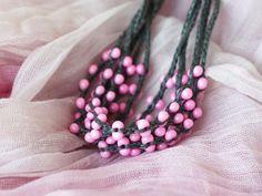 Rosa gris Natural lino collar con cuentas por 100crochetnecklaces