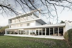 Built on the shore of Lake Zurich, Swiss architectural practice (Eckert Eckert Architekten) has created a intertwining two houses within one villa. Lake Zurich, Arch House, Architects, Concrete, Villa, Mansions, House Styles, Building, Buildings