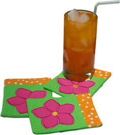 """Embroidery Idea An easy sewing / applique project idea for coasters to give as a gift or keep for yourself. - Make a mug rug stitched """"in the hoop"""" of your embroidery machine with this tutorial including video how-to's and free embroidery pattern. Machine Embroidery Quilts, Machine Embroidery Projects, Cute Embroidery, Sewing Appliques, Machine Embroidery Patterns, Machine Quilting, Embroidery Ideas, Mug Rug Tutorial, Mug Rug Patterns"""