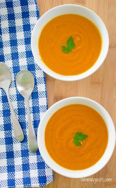 Carrot Soup Serves 4 Extra Easy – syn free per serving Green – syn free per serving Original – syn free per serving Ingredients 1 large sweet onion, finely chopped 2 large carrots, sliced of chicken stock salt and black pepper to season 1 Slimming Eats, Slimming World Recipes, Good Healthy Recipes, Skinny Recipes, Amazing Recipes, Slow Cooker Recipes, Cooking Recipes, Diet Recipes, Recipies