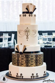 Gold Wedding Cakes Black, Ivory and Gold Art Deco Wedding Cake Designed and created by Loralee {My Cake Kitchen} and Natalie {Sweetness African Wedding Cakes, Black Wedding Cakes, Cool Wedding Cakes, Wedding Cake Designs, Art Deco Wedding Cakes, 1920s Wedding Cake, Great Gatsby Wedding, Gatsby Party, Gold Wedding