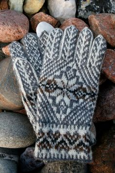 41 New Ideas Knitting Fair Isle Tutorials Hands , - handschuhe sitricken Poncho Knitting Patterns, Baby Hats Knitting, Fair Isle Knitting, Knitting Designs, Hand Knitting, Knitting Tutorials, Crochet Gloves, Knit Mittens, Norwegian Knitting