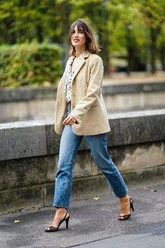 Jeanne Damas wearing jeans and a versatile blazer Fashion Week Paris, Fashion Over 40, Fashion 2020, Jeanne Damas, Jeans Trend, Trendy Jeans, Chic Outfits, Fashion Outfits, Fashion Trends
