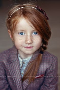 Rostro / Face / Portrait Beautiful. Love red hair blue eyes and freckles.shes adorable (: