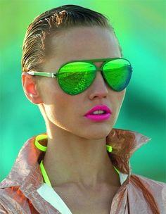 O neon chega com tudo nesse verão 2013    Com a chegada da primavera verão todo o guarda-roupa fica mais colorido, e os tons neon chegam para arrematar os looks de forma moderna e feminina.