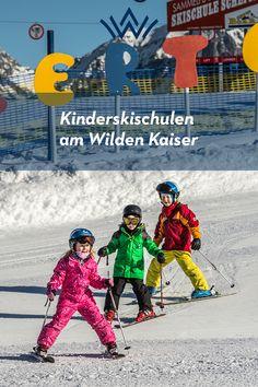 Früh übt sich, wer die Pisten des größten Skigebiets Österreichs seine Spielwiese nennen will.  Was könnte es schließlich schöneres geben, als mit den Eltern oder zusammen mit Gleichaltrigen geschwind durch die malerische Landschaft der Tiroler Alpen zu flitzen? Damit die kleinsten Pistenflöhe Spaß am Skifahren haben und gleichzeitig professionell lernen, die ersten Bögen in den Schnee zu setzen, bieten alle Skischulen in der Region Wilder Kaiser eigene Kinder-Skikurse an. Wilder Kaiser, Movies, Movie Posters, Winter Vacations, Ski, Family Vacations, Snow, Films, Film Poster