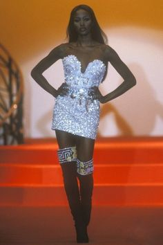 Naomi Campbell for Atelier Versace, Autumn-Winter Couture Fashion Week, 90s Fashion, Runway Fashion, Fashion Models, High Fashion, Fashion Show, Vintage Fashion, Fashion Looks, Fashion Outfits