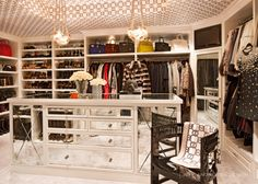 Kris Jenner House: Inside Her Calabasas Mansion Casa Da Kris Jenner, Kris Jenner House, Dressing Room Closet, Closet Bedroom, Master Closet, Dressing Rooms, Master Bedroom, Dressing Area, Walking Closet Ideas