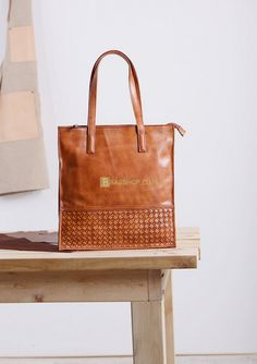 Ladies Leather Tote Bags Size: Weight: Leather Keychain, Leather Pouch, Billfold Wallet, Leather Accessories, Travel Bag, Tote Bags, Shopping Bag, Sewing Projects, Handbags