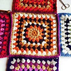 """All-four-side-squares-joined-to-base """"Make up the retro granny stash bag Crafternoon Treats - assembly"""", """"A detailed free tutorial to show how to join r Crochet Tote, Crochet Gifts, Diy Crochet, Crochet Purses, Crochet Squares, Crochet Blanket Patterns, Crochet Stitches, Crochet Granny, Granny Pattern"""