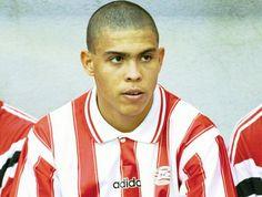 Depois de vencer o campeão mundial nos EUA de 1994, Ronaldo assinou pelo clube holandês da cidade de Eindhoven, PSV