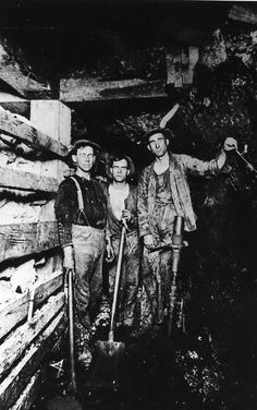 Miners in the 600 foot level of the Spray Shaft in Bisbee, Arizona around 1910.