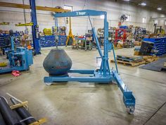 These versatile Hydraulic Manual Floor Cranes have an outrigger boom which swings with the load. Larger range means faster and safer material handling. Welding Projects, Shop Ideas, Cool Gadgets, Crane, Workshop, Home Appliances, Flooring, Garden, Diy