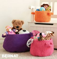 Clutter Catcher Baskets - Free Crochet Pattern - (yarnspirations)**☂ᙓᖇᗴᔕᗩ ᖇᙓᔕ☂ᙓᘐᘎᓮ http://www.pinterest.com/teretegui