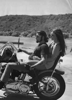 biker couple loving the ride ❤️ Biker Couple, Motorcycle Couple, Motorcycle Clubs, Motorcycle Style, Biker Love, Biker Style, Lady Biker, Biker Girl, Biker Dating Sites