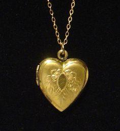 Vintage marked Sidney O Bigney 1/20 12K Heart Locket Flower motif #SidneyOBigney #Romantic
