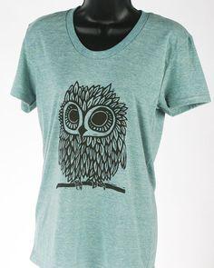 Owl on Tri-Lemon Tri Blend Women's American Apparel T Shirt. Cute for a pajama! Owl Clothes, Owl Shirt, Shirt Makeover, Crochet Shirt, Tie Dye Shirts, Couple Shirts, American Apparel, Kids Shirts, Me Too Shoes