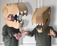 So dinosaurs are a thing, right? My kids were really into dinosaurs when they were like three years old, everything had to be a just like a T-rex or Raptor Make A Dinosaur, Dinosaur Head, Dinosaur Halloween Costume, Dinosaur Ballons, Cardboard Costume, Cardboard Crafts, Diy For Kids, Crafts For Kids, Diy Karton