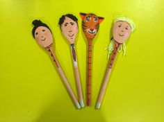 The tiger who came to tea story spoons Wooden Spoon Crafts, Wooden Spoons, Tiger World, Book Area, Painted Spoons, Story Sack, David Wood, Reception Class, Puppet Crafts