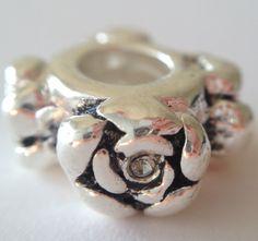 Gör dina egna smycken. Kika in på www.ihobby.se