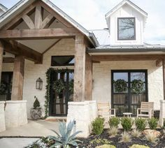Oh how i love Austin stone wrapped on a Texas farmhouse! - Oh how i love Austin stone wrapped on a Texas farmhouse! Just a few more da - Stone Decoration, Texas Farmhouse, Farmhouse Front Porches, Farmhouse Decor, House Goals, House Colors, My Dream Home, Curb Appeal, Exterior Design