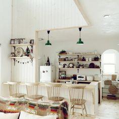 tomoさんの、部屋全体,ナチュラル,雑貨,カフェ風,カウンターテーブル,漆喰壁,ペンドルトンのタオルブランケット,板張りの壁,吹き抜けのある家,のお部屋写真