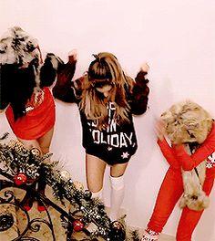 Ariana Grande - Santa Tell Me |