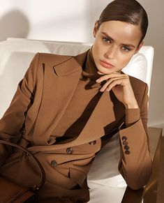 Luxury & Vintage Madrid, offers you the best selection of contemporary and classic clothing in the world. Express Delivery Source by lauren women clothes Ralph Lauren Style, Ralph Lauren Collection, Fashion Poses, Fashion Outfits, Womens Fashion, Fashion 2018, Petite Fashion, Curvy Fashion, Mode Outfits