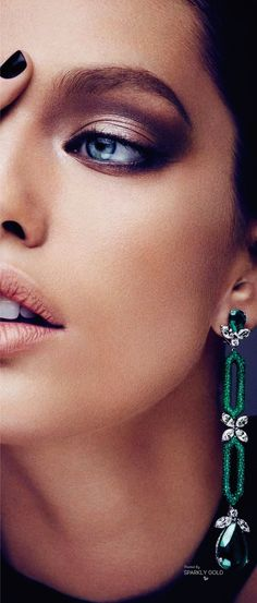Emily DiDonato Modelo Emily, Emily Didonato, Friends Are Like, Best Model, Angelina Jolie, Shades Of Green, Best Makeup Products, Bella, Maybelline