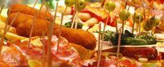 Bilbao, la cuna del pincho | Hit Cooking #hitcooking #bewimit… Tapas, Bilbao, Caramel Apples, Desserts, Food, Gastronomia, Crib, Tailgate Desserts, Deserts
