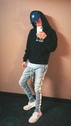 Even the random pictures look amazing Future Boyfriend, Future Husband, Cute Celebrities, Celebs, Cute Boys, My Boys, Beatiful People, Why Dont We Band, Zach Herron
