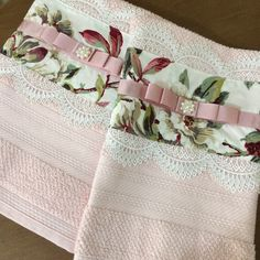 Bathroom Crafts, Bathroom Towel Decor, Happy New Home, Crochet Market Bag, Kitchen Hand Towels, Guest Towels, Shabby Cottage, Needle And Thread, Pink Roses