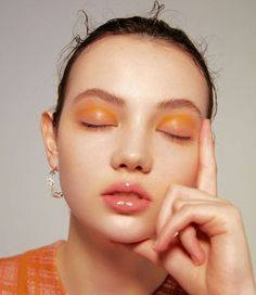 8 Easy Minimal Eye Makeup Looks That Will Turn Heads Looking to spice up your makeup routine and turn heads? Check out these super easy minimal eye makeup looks that will certainly impress! Eye Makeup, Glossy Makeup, Beauty Makeup, Hair Makeup, Glossy Lips, Makeup Geek, Sleek Makeup, Insta Makeup, Beauty Skin