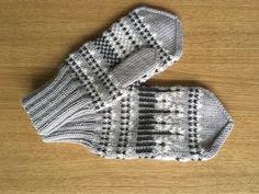 Knitted Gloves, Knit Crochet, Knitting, Fingerless Gloves, Tricot, Breien, Sweater Mittens, Ganchillo, Stricken
