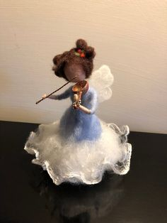 Its a little musical Christmas angel playing the violin. She is very cute and sweet, executed in pastel, gentle tones of wool and shiny cotton, white silk. According to your request it is possible to change the color of the dress. The height is about cm). Small Christmas Trees, Christmas Fairy, Felt Christmas Ornaments, Christmas Angels, Needle Felted Animals, Felt Animals, Fairy Music, Fairy Art, Felt Angel