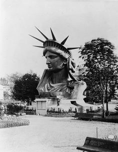 Historical photo essay of the construction of the Statue of Liberty in Paris.