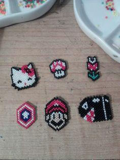 No tutorial? Kandi Patterns, Peyote Stitch Patterns, Seed Bead Patterns, Beading Patterns, Beading Projects, Beading Tutorials, Seed Bead Jewelry, Beaded Jewelry, Beadwork Designs