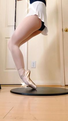 Ballet Barre, Ballet Class, Ballet Dancers, Ballet Basics, Belly Dance Lessons, Ballet Dance Videos, Kids Dance Classes, Ballet Quotes, Dance Workout Videos