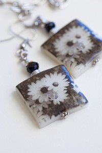 Creative Company | Photocraft: Polymer clay earrings Creative Company, Polymer Clay Earrings, Craft Projects, Floral, Crafts, Manualidades, Flowers, Handmade Crafts, Arts And Crafts