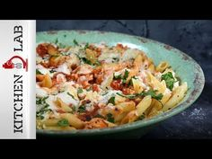 Penne with ground turkey ragu by Greek chef Akis Petretzikis. A wonderful, deliciously filling recipe with penne pasta, ground turkey ragu and a bechamel sauce! Penne Pasta Recipes, Filling Recipe, Bechamel Sauce, Ground Turkey, Potato Salad, Ethnic Recipes, Kitchen, Food, Women