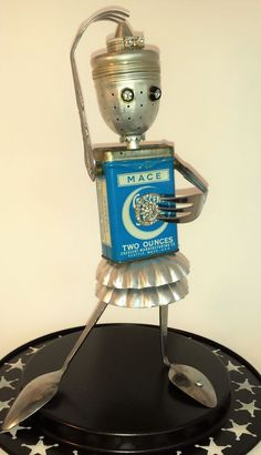 A Star is Born. A dance star, if you ask me. Love her skirt. #Robotscraft Recycled Robot, Recycled Crafts, Found Object Art, Found Art, Tin Can Crafts, Metal Crafts, Sculpture Metal, Art Sculptures, Metal Robot