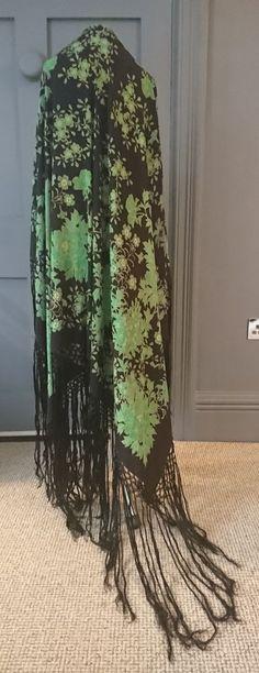 Vibrant 1920s Emerald Green Floral Print Silk Piano Shawl - True Vintage Fashion #Shawl #SpecialOccasion