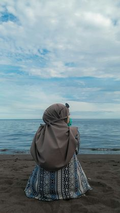 Ootd Hijab, Hijab Dress, Girl Hijab, Hijab Outfit, Best Friends Shoot, Mekkah, Cool Girl Pictures, Aesthetic Girl, Photo Editor