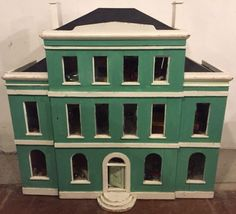 Mystery Houses 2014 - - Dolls' Houses Past & Present House With Porch, House 2, House Front, Dollhouse Ideas, Dollhouse Furniture, Dollhouse Miniatures, Vintage Houses, Vintage Room, Antique Dollhouse
