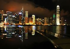 Hong-Kong by night (Photographe : Saba-95 - Fotolia)