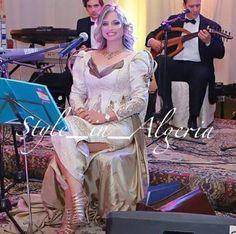 Chanteuse algérienne Rym Hakika en karakou by Samir Kerzabi