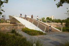 passerelle marcmimram finaliste afex 700x466 passerelle marc(mimram finaliste afex Modern Landscaping, Pedestrian, Landscape Architecture, Bridges, Sidewalk, Engineering, Urban Planning, Modern Landscape Design, Side Walkway