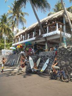 El Salvador - dia de surf en Playa El Zonte / suchitoto.tours @Robyn Miner.com