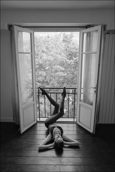 Ballerina Project - Katie - Montmartre, Paris Bra & hosiery by Wolford. Dance Photography Poses, Dance Poses, Portrait Photography, Boudior Poses, Dance Photo Shoot, Ballerina Project, Dance Pictures, Ballet Dancers, Black And White Photography
